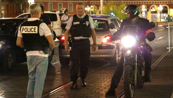 Француски полицајци у Ници после терористичког напада 14. јула - Sputnik Србија