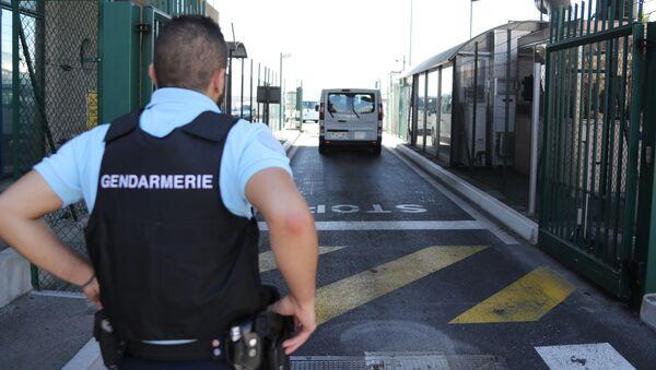 Француска полиција на међународном аеродрому у Ници - Sputnik Србија