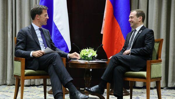 Премијер Холандије Марк Руте и премијер Русије Дмитриј Медведев - Sputnik Србија