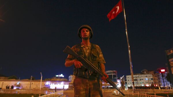 Turska vojska postavila straže na trgu Taksim u Istanbulu - Sputnik Srbija