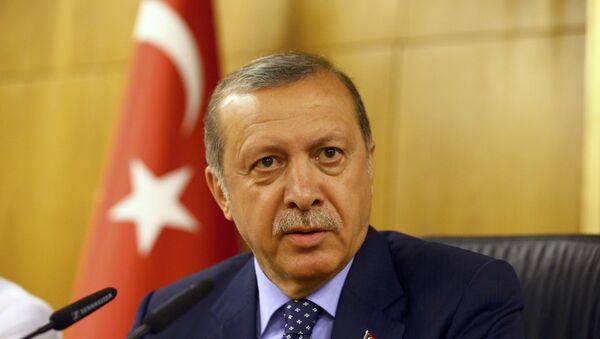 Turski predsednik R.T. Erdogan je obraća tokom pokušaja puča u Istanbulu 16.07.2016. - Sputnik Srbija