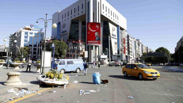 Билборд са ликом турског председника Реџепа Тајипа Ердогана на згради у Анкари, након покушаја државног удара у Турској, 16. јул 2016. - Sputnik Србија
