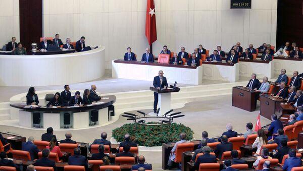 Turski premijer Binali Jildirim govori u Parlamentu nakon pokušaja državnog udara u Turskoj - Sputnik Srbija