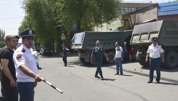 Јереванска полиција, опсада зграде полиције - Sputnik Србија