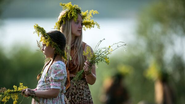 Рускиње на празнику цвећа - Sputnik Србија