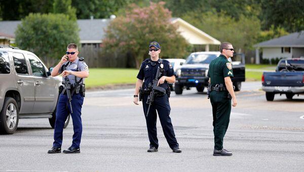 Policajci blokirali put nakon pucnjave policije u Baton Ruž, Luizijana,  17. jula 2016. - Sputnik Srbija