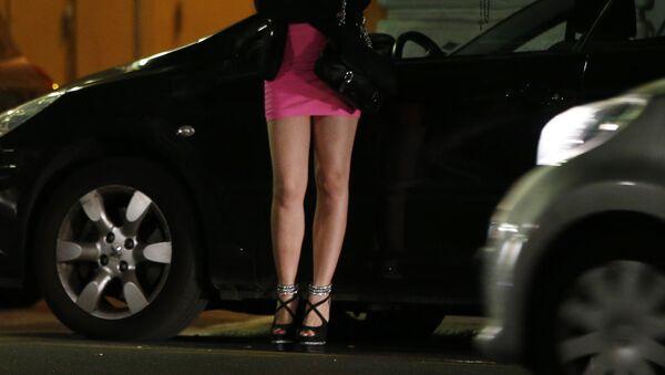 A prostitute waits for clients in a street - Sputnik Србија