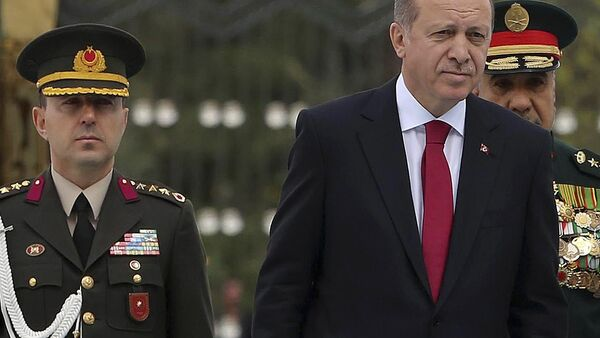 Vojni savetnik Ali Jazici i predsednik Turske Redžep Tajip Erdogan. - Sputnik Srbija