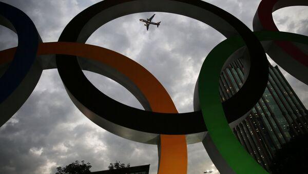 Avion leti iza Olimpijskih krugova u Rio de Žaneiru - Sputnik Srbija