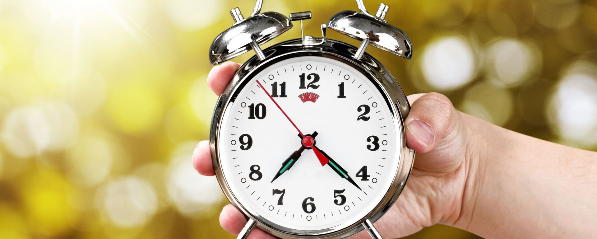 Sat dva puta godišnje pomera oko 70 zemalja... - Sputnik Srbija, 1920, 12.10.2020