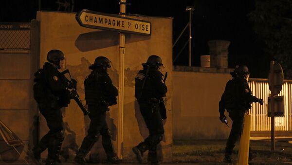 Француски жандарми у Паризу у време сукоба грађана и полиције. - Sputnik Србија