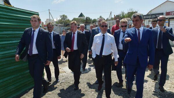 Дмитриј Медведев у посети Криму - Sputnik Србија