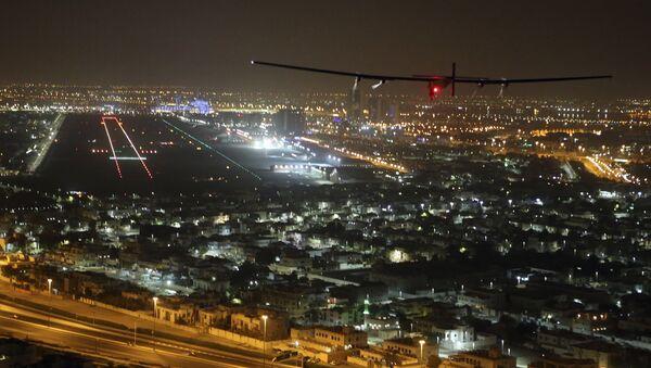 Avion Solarni impuls 2 sleće na aerodrom u Abu Dabiju - Sputnik Srbija