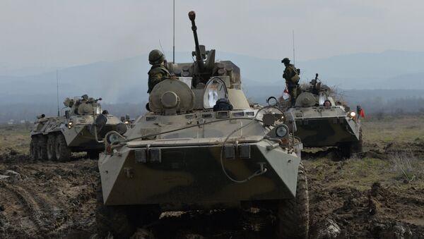 Оклопна возила БТР-82А током тактичке војне вежбе Јужног војног округа у Чеченији. - Sputnik Србија