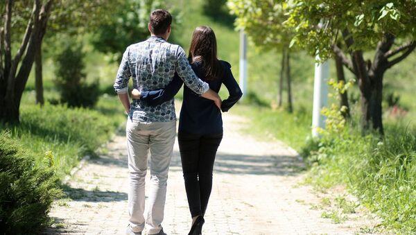 Zaljubnjeni par - Sputnik Srbija