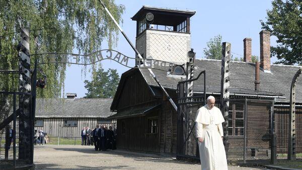 Papa Franja u Aušvicu, Poljska - Sputnik Srbija