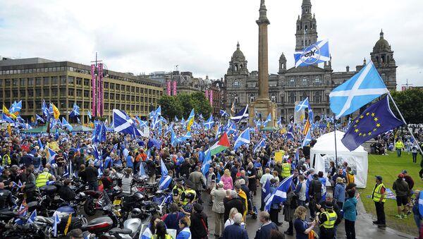 Pristalice nezavisnosti Škotske protestuju u Glazgovu. - Sputnik Srbija