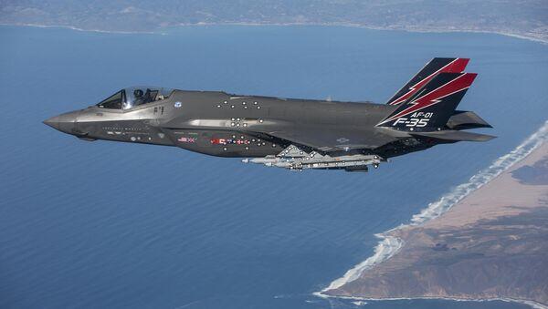 Авион Ф-35 пробни лет изнад Калифорније. - Sputnik Србија