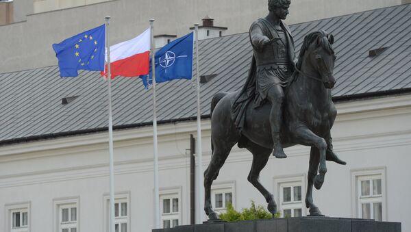 Spomenik knezu Jozefu Ponjatovskom ispred rezidencije predsednika Poljske u Varšavi. - Sputnik Srbija