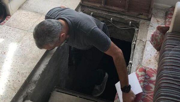 Privatna srednja škola Yamanlar koja je zatvorena zbog sumnje u povezanost sa terorističkom organizacijom Fetullahci (FETO), policija je pronašla tunel između džamije i kantine. - Sputnik Srbija