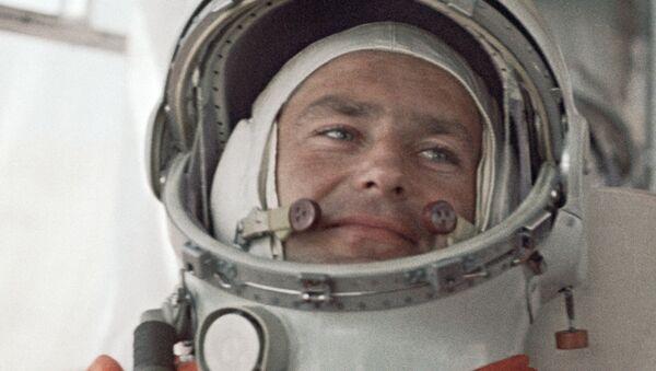 Космонаут Герман Титов на космодрому Бајконур. - Sputnik Србија