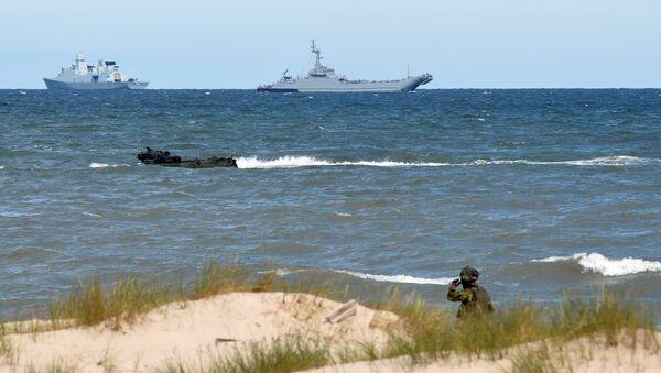 NATO trupe se iskrcavaju na obali Ustka u severnoj Poljskoj, tokom vojnih vežbi Baltops u Baltičkom moru. - Sputnik Srbija