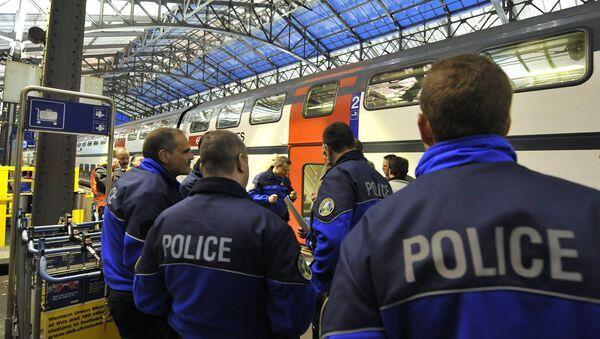 Припадници швајцарске полиције на платформи железничке станице. - Sputnik Србија