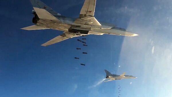 Strateški bombarderi ruskog vazduhoplovstva Tu-22 tokom napada na položaje DAEŠ-a u Siriji - Sputnik Srbija
