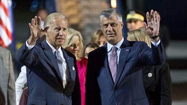 Потпредседник САД Џо Бајден и Хашим Тачи у Приштини - Sputnik Србија