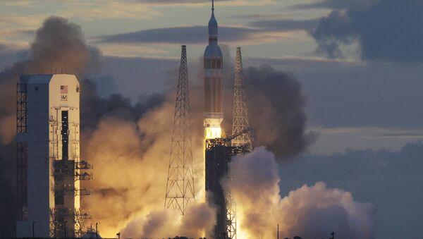 НАСА-ина капсула Орион на ракети Делта IV током лансирања са Кејп Канаверала на Флориди. - Sputnik Србија