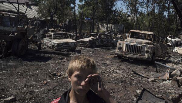 Последице гранатирања села Лозове у код Доњецка, Украјина - Sputnik Србија