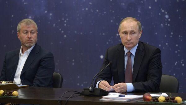 Vladimir Putin i Roman Abramovič - Sputnik Srbija