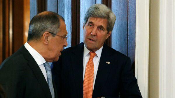 Министар иностраних послова Русије Сергеј Лавров и његов амерички колега Џон Кери - Sputnik Србија