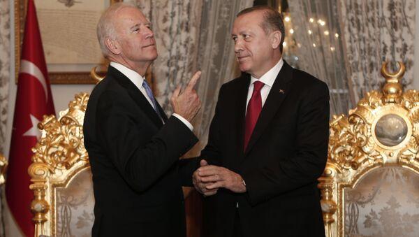 Потпредседник САД Џозеф Бајден и председник Турске Реџеп Тајип Ердоган у Истанбулу, Турска - Sputnik Србија