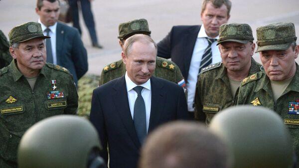 Председник Русије Владимир Путин са војним врхом - Sputnik Србија