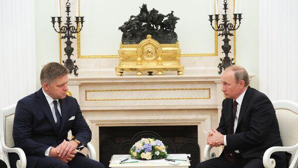 Премијер Словачке Роберт Фицо и председник Русије Владимир Путин - Sputnik Србија