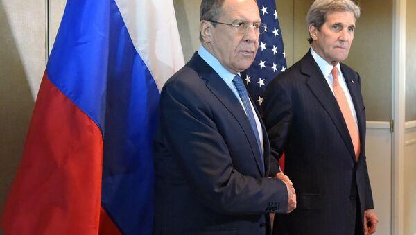 Šef ruske diplomatije Sergej Lavrov i američki državni sekretar Džon Keri - Sputnik Srbija