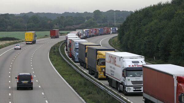 Kamioni duž auto-puta M20 na jugu Engleske - Sputnik Srbija