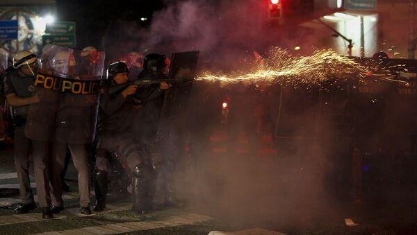 Interventna policija se sukobila sa pristalicama Dilma Rusef,  u Sao Paulo, Brazil 31. avgusta 2016. godine. - Sputnik Srbija