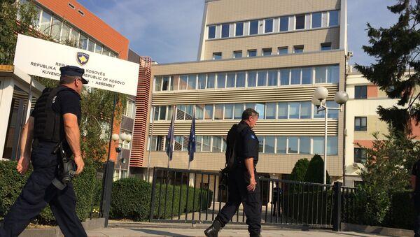Kosovska policija ispred zgrade Skupštine - Sputnik Srbija