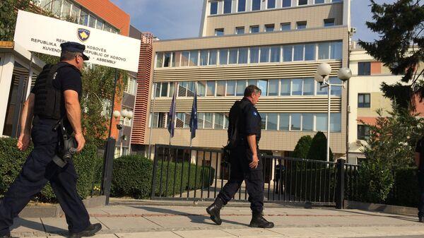 Косовска полиција испред зграде Скупштине - Sputnik Србија