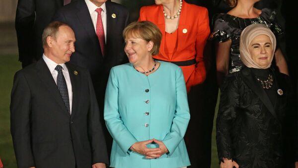 Vladimir Putin i Angela Merkel - Sputnik Srbija