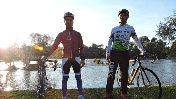 Biciklisti Neven Lajšić  i Nikola Dupalo - Sputnik Srbija
