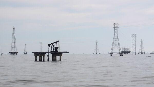 Пумпа за нафту на језеру Маракаибо у Венецуели. - Sputnik Србија