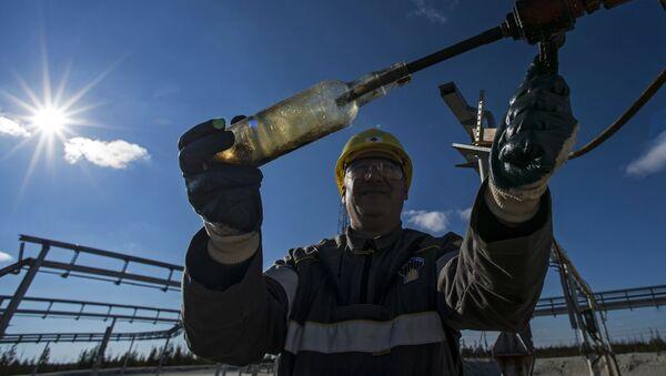 Радник на нафтном пољу компаније РН-Пурнефтегаз - Sputnik Србија