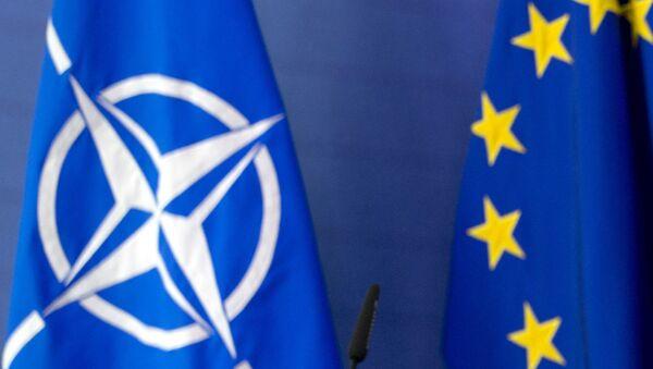 Zastave NATO-a i EU - Sputnik Srbija