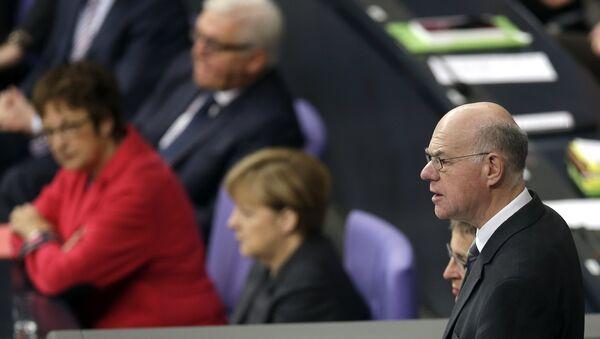 Predsednik Bundestaga Norbert Lamert ,iza njega se vidi nemačka kancelarka Anegela Merkel - Sputnik Srbija