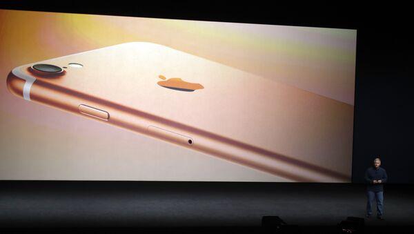 Директор маркетинга компаније Епл говори на представљању новог телефона Ајфон 7 у Сан Франциску - Sputnik Србија