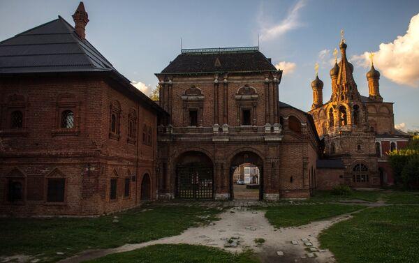 Zgrada bivše mitropolije, Kruticki trem i Saborna crkva Uspenja Presvete Bogorodice u Moskvi. - Sputnik Srbija