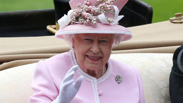 Британска краљица Елизабета долази на трке у Аскоту - Sputnik Србија
